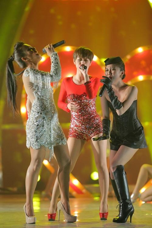"""Văn Mai Hương, Trà My, Phương Vy: Bộ 3 sexy girl làm """"tan chảy"""" khán giả - Ảnh 9"""