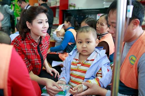 Ngọc Hân rủ Tú Anh, Nguyễn Thị Loan làm từ thiện đầu năm - Ảnh 4