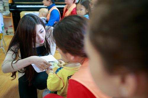 Ngọc Hân rủ Tú Anh, Nguyễn Thị Loan làm từ thiện đầu năm - Ảnh 5