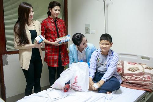 Ngọc Hân rủ Tú Anh, Nguyễn Thị Loan làm từ thiện đầu năm - Ảnh 9