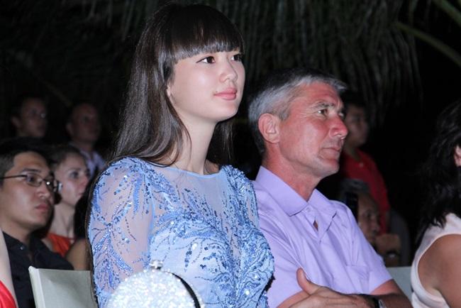 """""""Nữ thần bóng chuyền"""" U19 Sabina diện đầm xanh nền nã - Ảnh 1"""