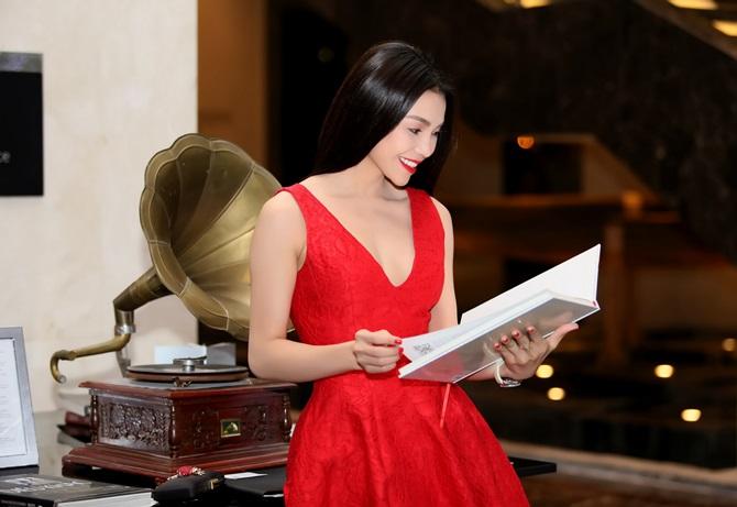 Trà Ngọc Hằng quyến rũ sắc đỏ bên nam ca sĩ Nguyễn Hưng - Ảnh 9