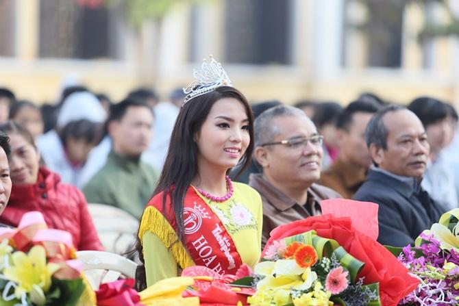 Hoa hậu Kỳ Duyên về thăm trường cũ ở Nam Định - Ảnh 5