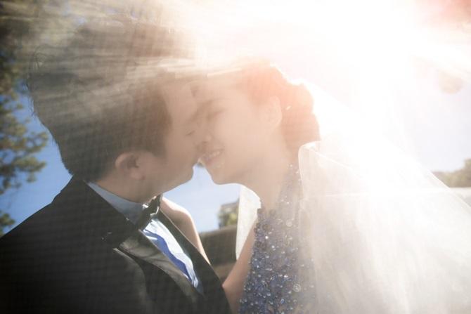 Lê Khánh tung ảnh cưới tràn ngập những nụ hôn - Ảnh 1