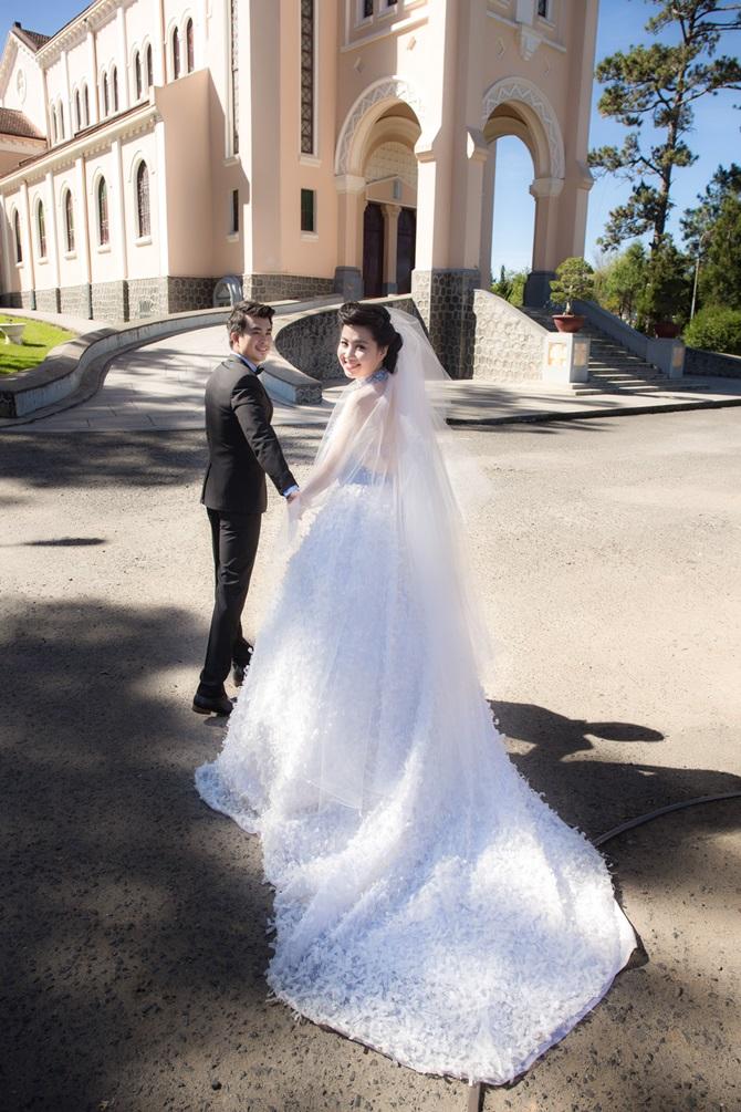 Lê Khánh tung ảnh cưới tràn ngập những nụ hôn - Ảnh 3
