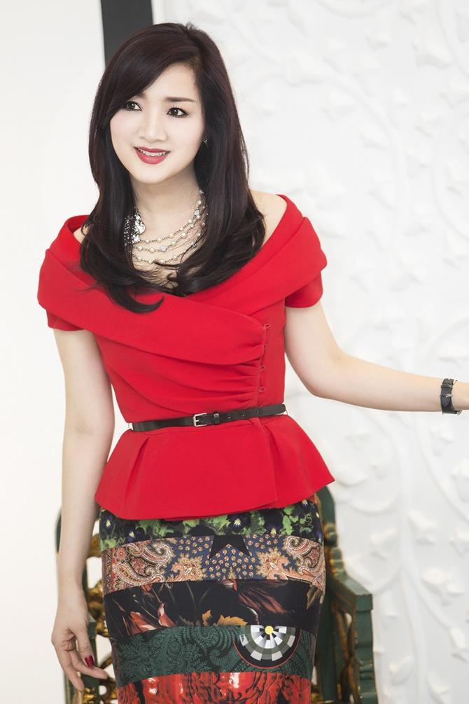 Hoa hậu Giáng My rạng ngời đón Noel 2014 trong sắc đỏ - Ảnh 2