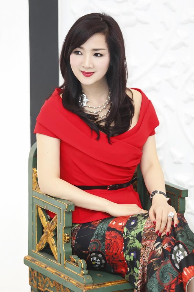 Hoa hậu Giáng My rạng ngời đón Noel 2014 trong sắc đỏ - Ảnh 7