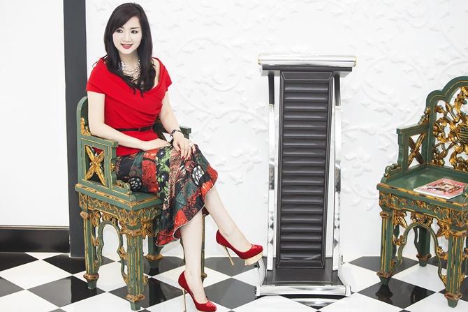 Hoa hậu Giáng My rạng ngời đón Noel 2014 trong sắc đỏ - Ảnh 8