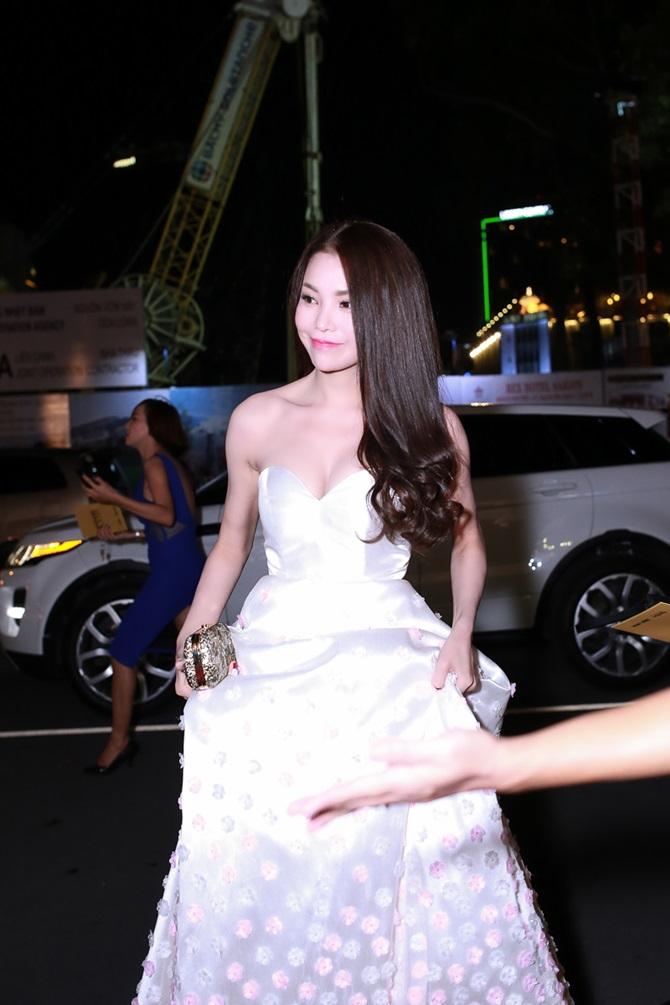 Trà Ngọc Hằng xinh đẹp, lộng lẫy dự trao giải Ngôi sao xanh - Ảnh 1
