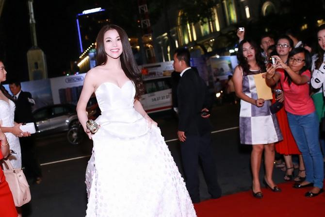 Trà Ngọc Hằng xinh đẹp, lộng lẫy dự trao giải Ngôi sao xanh - Ảnh 2