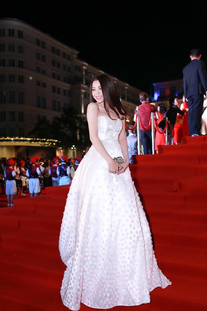 Trà Ngọc Hằng xinh đẹp, lộng lẫy dự trao giải Ngôi sao xanh - Ảnh 4