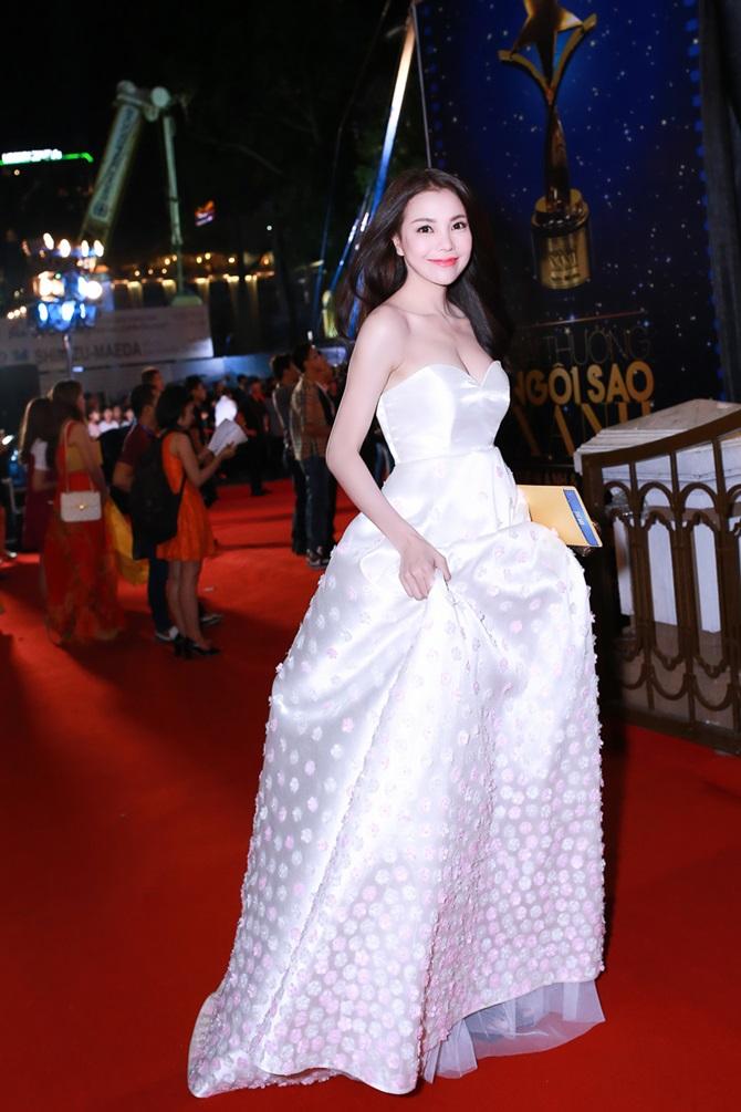 Trà Ngọc Hằng xinh đẹp, lộng lẫy dự trao giải Ngôi sao xanh - Ảnh 7