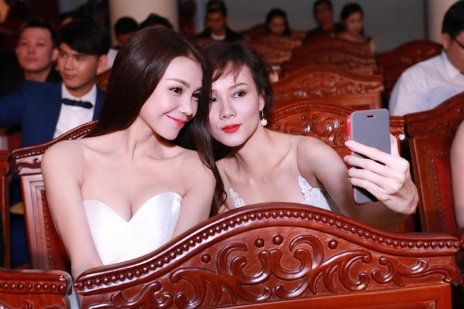 Trà Ngọc Hằng xinh đẹp, lộng lẫy dự trao giải Ngôi sao xanh - Ảnh 9