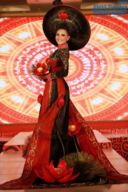 Trương Thị May diện áo dài cách điệu bằng tóc trị giá 200 triệu - Ảnh 6