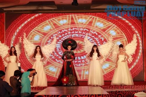 Trương Thị May diện áo dài cách điệu bằng tóc trị giá 200 triệu - Ảnh 7