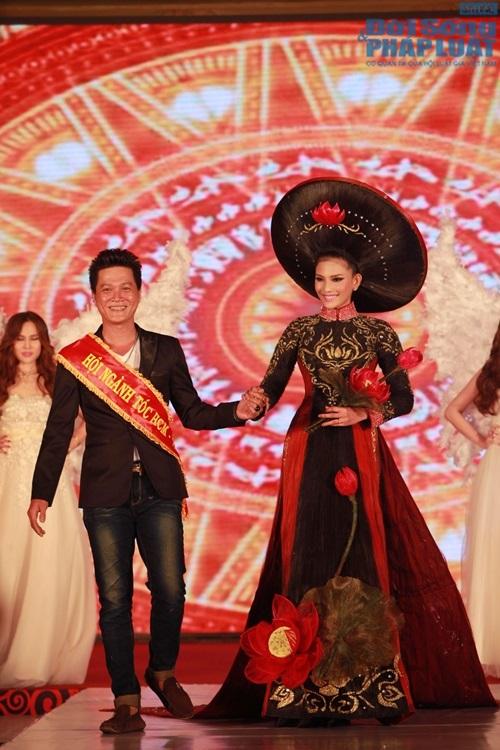Trương Thị May diện áo dài cách điệu bằng tóc trị giá 200 triệu - Ảnh 8