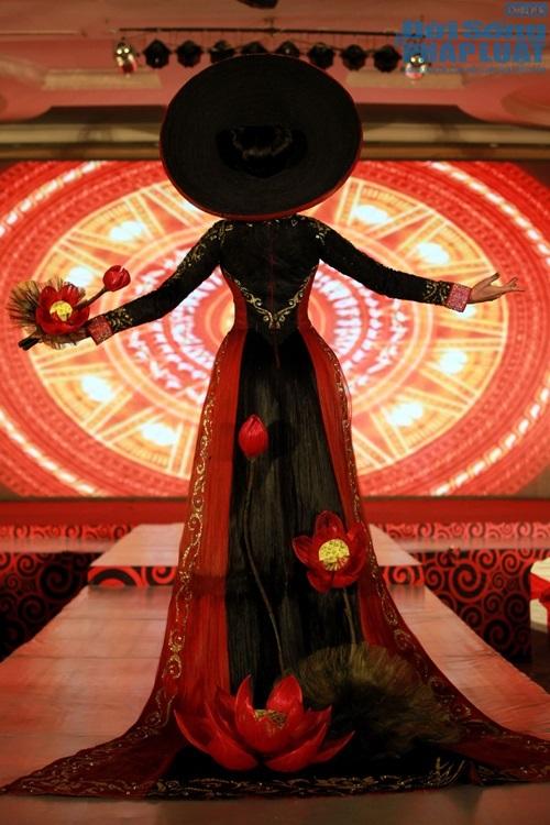 Trương Thị May diện áo dài cách điệu bằng tóc trị giá 200 triệu - Ảnh 5