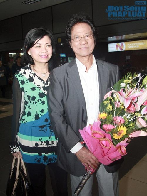 Chế Linh đưa vợ trẻ ra Hà Nội làm liveshow - Ảnh 1