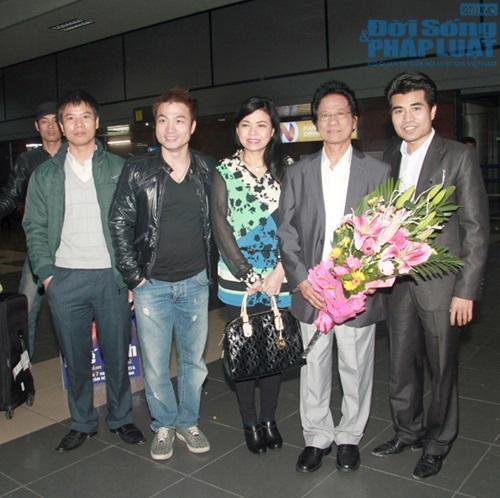 Chế Linh đưa vợ trẻ ra Hà Nội làm liveshow - Ảnh 3