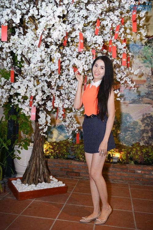 Vy Oanh diện đồ ton - sur - ton với Hoa hậu Thu Hoài - Ảnh 5