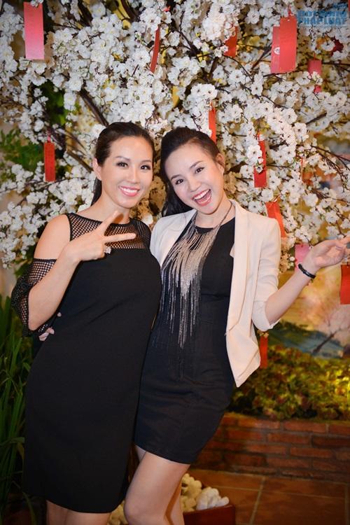 Vy Oanh diện đồ ton - sur - ton với Hoa hậu Thu Hoài - Ảnh 3