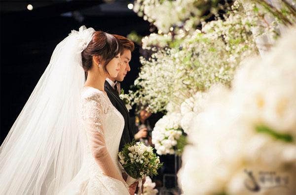 """Nghi án """"hôn nhân giả"""" lớn nhất của showbiz Việt - Ảnh 1"""