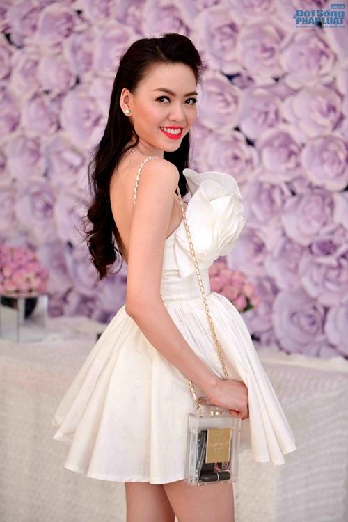 Vũ Hoàng Điệp mặc váy công chúa khoe da trắng mịn - Ảnh 1
