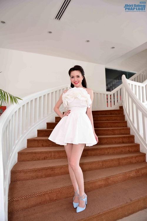 Vũ Hoàng Điệp mặc váy công chúa khoe da trắng mịn - Ảnh 3