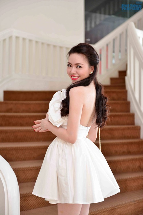 Vũ Hoàng Điệp mặc váy công chúa khoe da trắng mịn - Ảnh 4