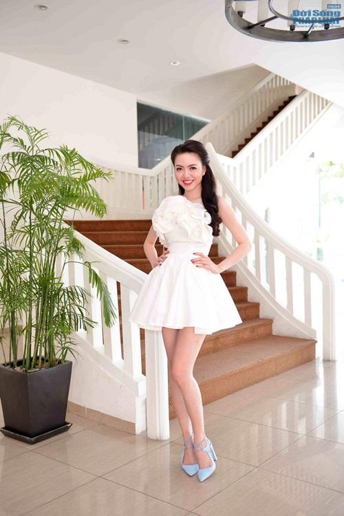Vũ Hoàng Điệp mặc váy công chúa khoe da trắng mịn - Ảnh 6