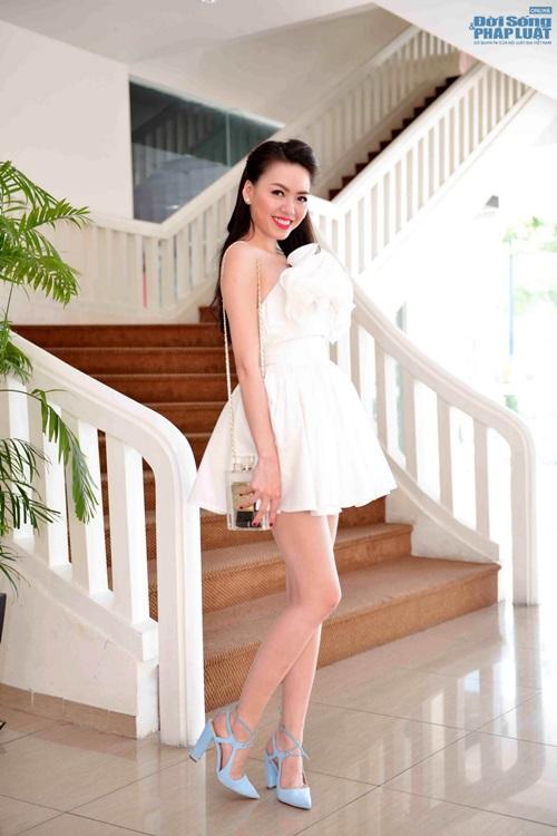 Vũ Hoàng Điệp mặc váy công chúa khoe da trắng mịn - Ảnh 7