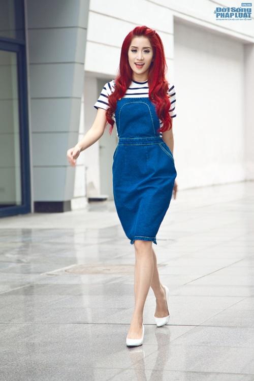"""Khánh Thi """"hồi teen"""" với váy yếm - Ảnh 1"""