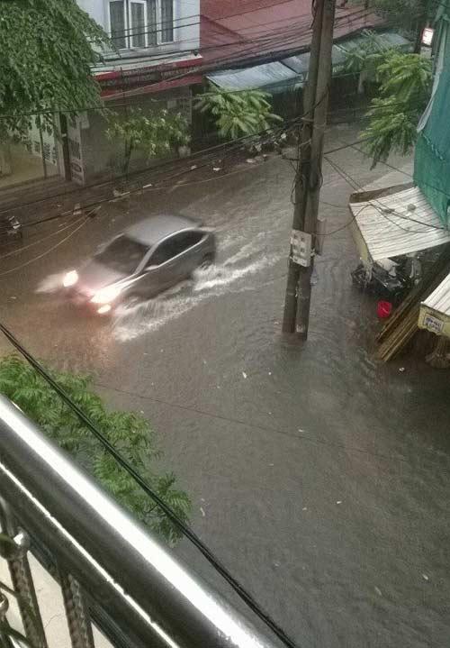 """Hình ảnh """"Hà Nội phố cũng như sông"""" ngập tràn facebook - Ảnh 4"""