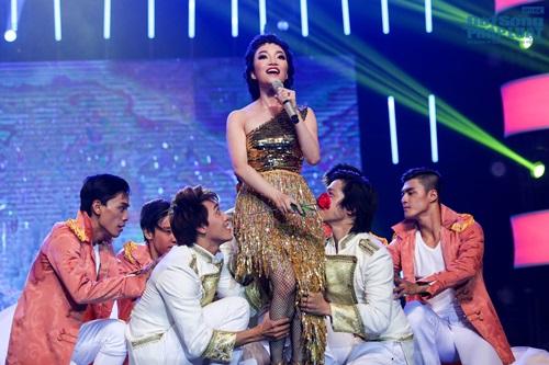 """Phạm Thu Hà khản đặc tiếng vẫn liều mình hát """"Chuông gió"""" - Ảnh 6"""