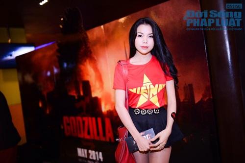 Sao Việt mặc áo in cờ đỏ sao vàng thể hiện lòng yêu nước - Ảnh 9