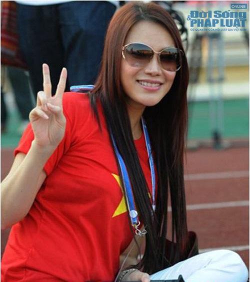 Sao Việt mặc áo in cờ đỏ sao vàng thể hiện lòng yêu nước - Ảnh 10