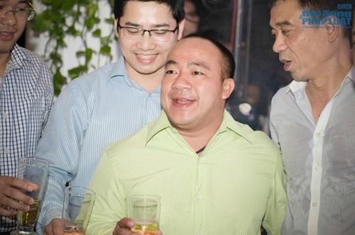 Diện sơ mi cộc tay, Khắc Việt lộ hình xăm cây tre độc đáo - Ảnh 7