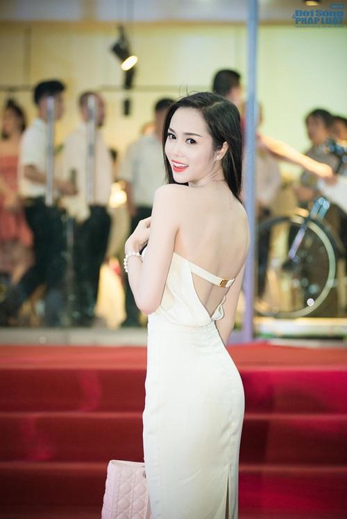 Tú Anh - Ngọc Anh cùng nhau khoe vai trần quyến rũ - Ảnh 8