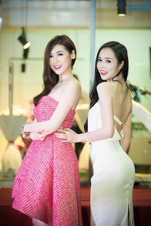 Tú Anh - Ngọc Anh cùng nhau khoe vai trần quyến rũ - Ảnh 3