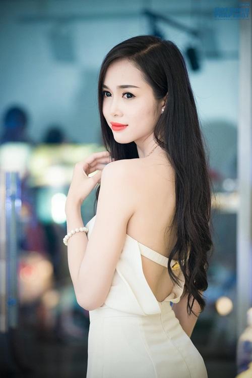 Tú Anh - Ngọc Anh cùng nhau khoe vai trần quyến rũ - Ảnh 11