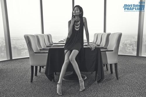 Hoàng Thùy cá tính mà gợi cảm với thời trang Kate Moss - Ảnh 2
