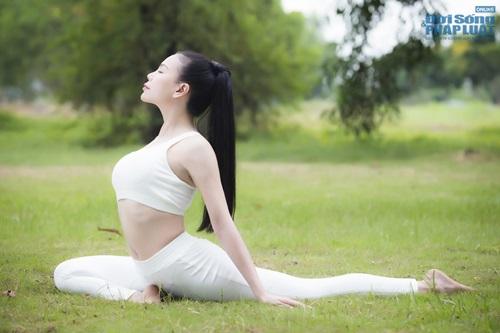 Ngộ nghĩnh hình ảnh Trà Ngọc Hằng tập yoga cùng cháu gái  - Ảnh 10