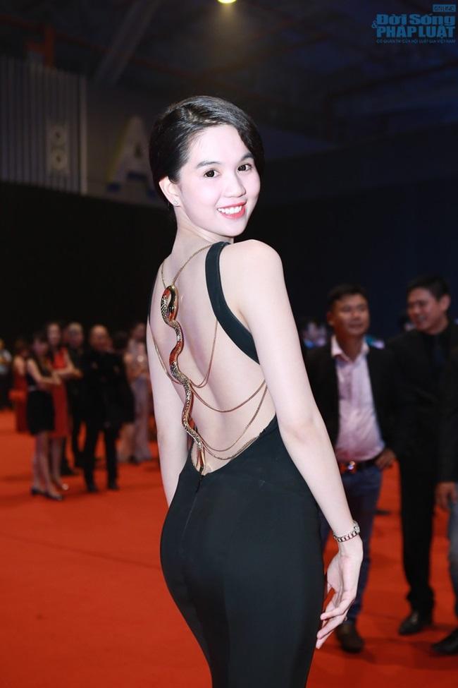 """Angela Phương Trinh đẹp lộng lẫy """"đè bẹp"""" Ngọc Trinh - Ảnh 2"""