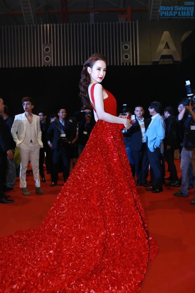"""Angela Phương Trinh đẹp lộng lẫy """"đè bẹp"""" Ngọc Trinh - Ảnh 9"""