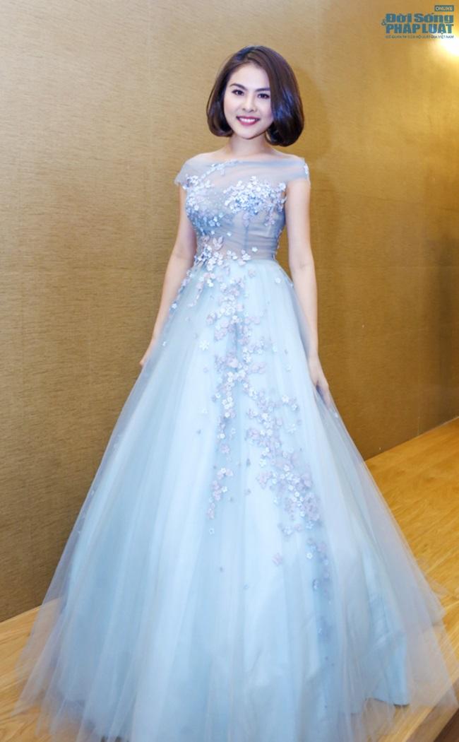 Vân Trang mạnh tay chi 6.000 USD mua váy dự LHP tại Pháp  - Ảnh 6