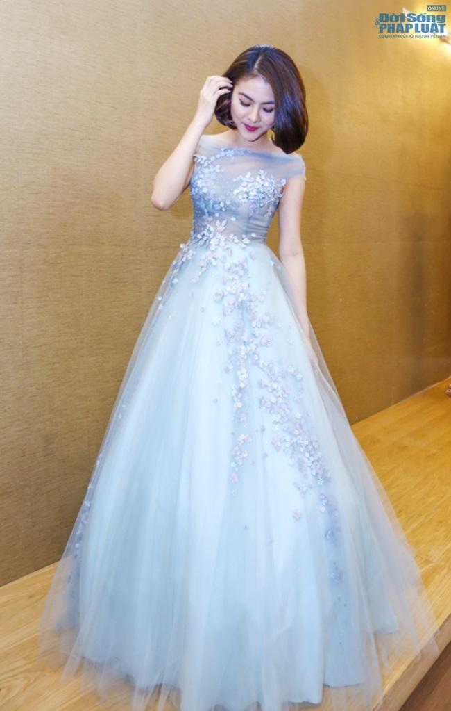 Vân Trang mạnh tay chi 6.000 USD mua váy dự LHP tại Pháp  - Ảnh 7