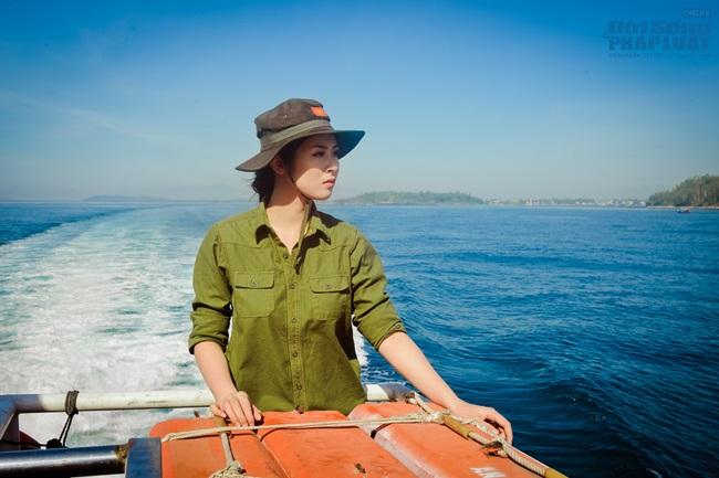 Hoa hậu Ngọc Hân thăm, tặng quà cho ngư dân huyện đảo Lý Sơn - Ảnh 1