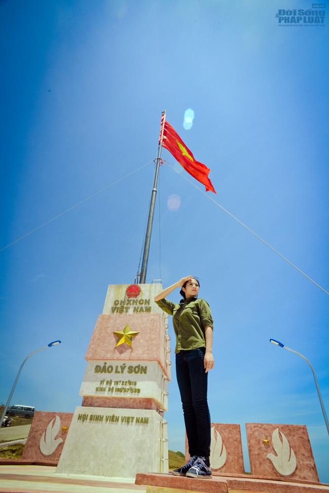 Hoa hậu Ngọc Hân thăm, tặng quà cho ngư dân huyện đảo Lý Sơn - Ảnh 15