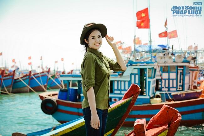 Hoa hậu Ngọc Hân thăm, tặng quà cho ngư dân huyện đảo Lý Sơn - Ảnh 8