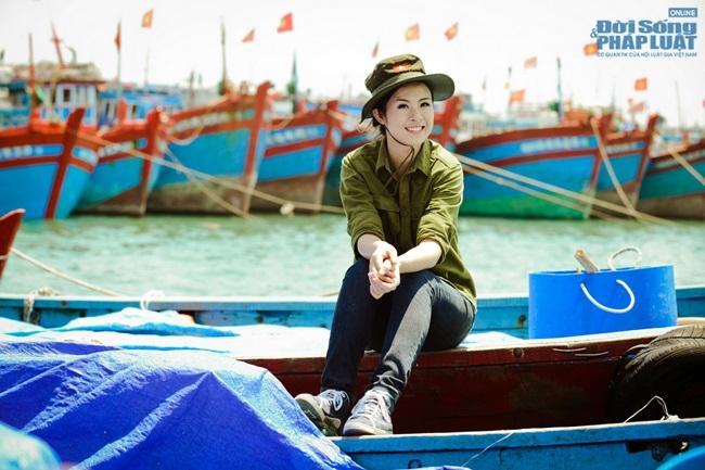 Hoa hậu Ngọc Hân thăm, tặng quà cho ngư dân huyện đảo Lý Sơn - Ảnh 9